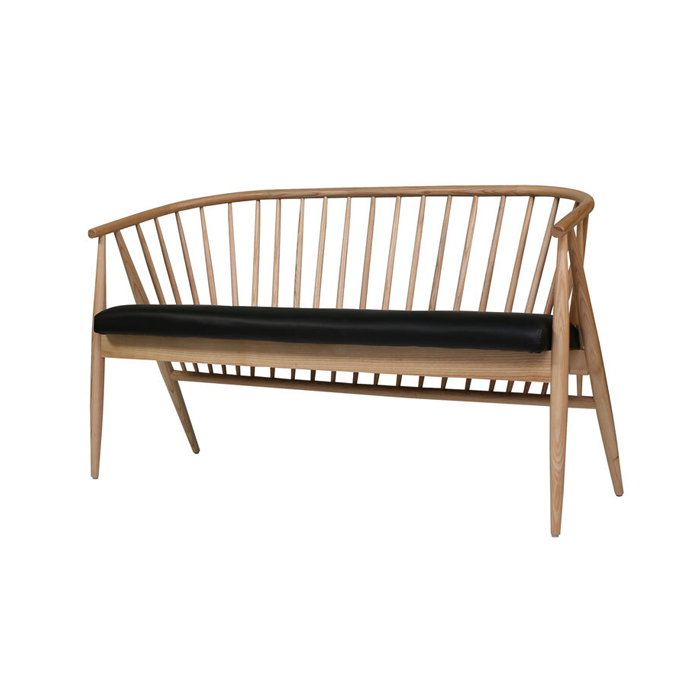Ghế băng có sọc gỗ đẹp, chất lượng, thân thiện.
