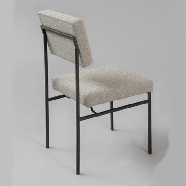 CÓ thiết kế thêm nệm nỉ ngồi êm, mềm mại thoải mái khi bạn sử dụng.