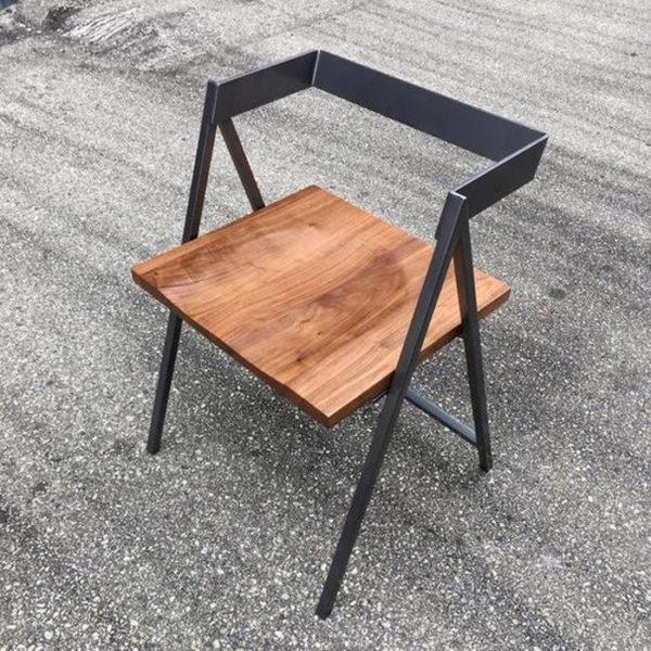 Ghế có thiết kế sáng tạo, đề cao tính thẩm mĩ cao, vẫn giữ được bản chất cho riêng mình.
