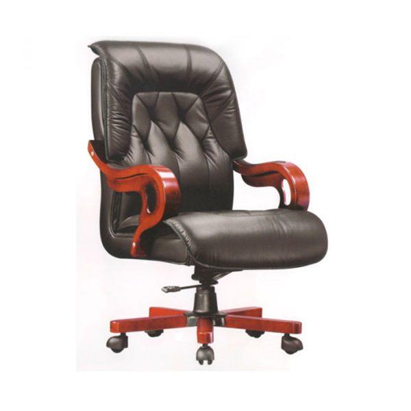 Ghế với thiết kế khung gỗ sồ được gia công chắc chắn, mang đậm phong cách của người lãnh đạo.