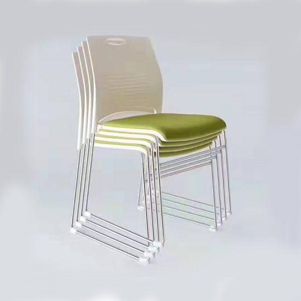 thuộc dạng ghế chân quỳ nhỏ gọn dễ di chuyển linh động trong quá trình training.